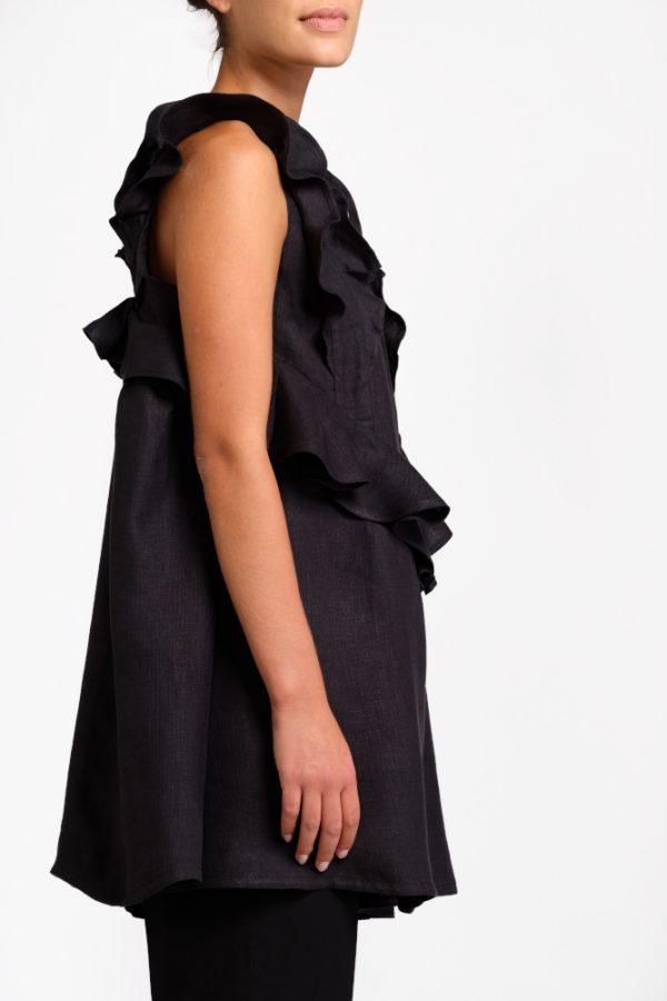 blusa nera in canapa con volant lato